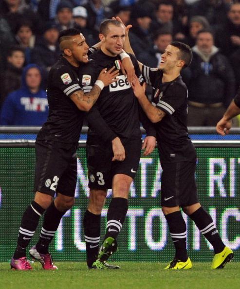 Napoli-Juventus: Vucinic non uccide il campionato, l'arbitro non caccia Cavani