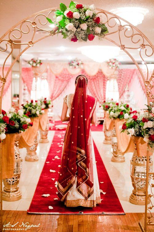 Looking at the mandap... Def want a picture like this