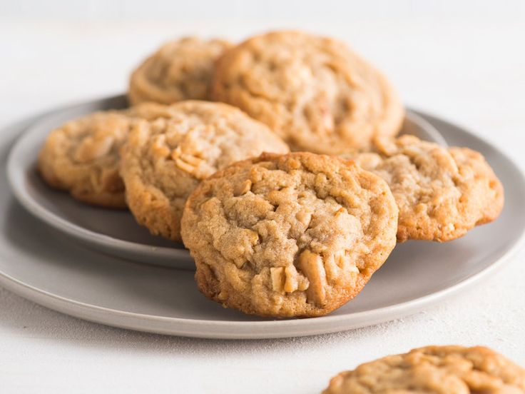 Soft Peanut Butter Cookies with Roasted Peanuts | Classic peanut butter cookie recipe with extra peanut flavor by using fresh roasted peanuts.
