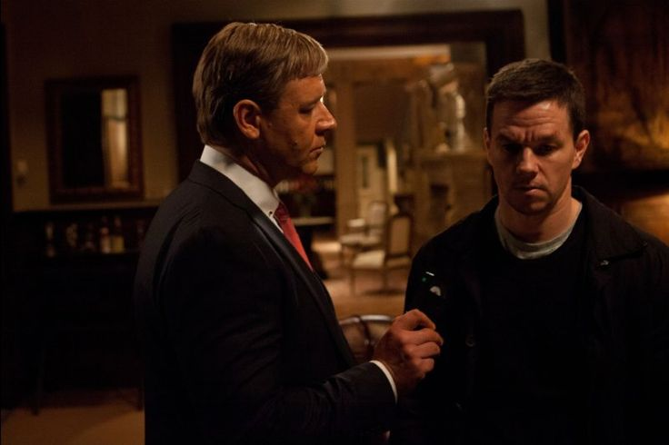 Still of Russell Crowe and Mark Wahlberg in Broken City (2013)