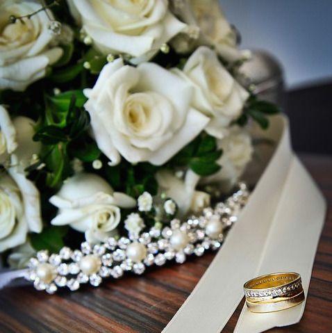 La scelta delle #fedi nuziali racconta molto degli #Sposi. Gli #anelli simbolo del vostro #matrimonio vanno scelti con cura e personalizzati e i nostri #weddingplanner vi consiglieranno negli stili e nella presentazione che più rappresentano il vostro #Sì #LoVoglio. Venite a scoprire le nostre proposte per le vostre #nozze su www.eventovincente.com