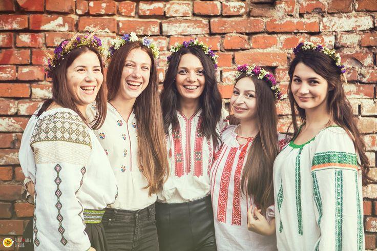 Romanian traditional blouse in a contemporan outfit. La blouse roumaine 2016  www.sezatoareaurbana.ro