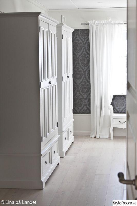 sovrum,vita klädskåp