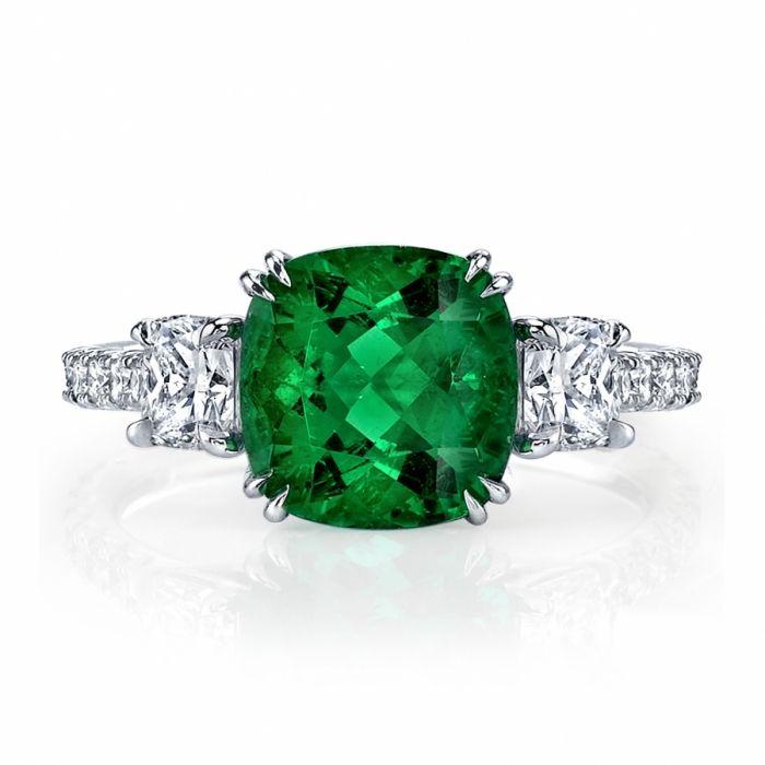 R1259-EmeraldDiamond3StoneRing.jpg 700×700 pixels