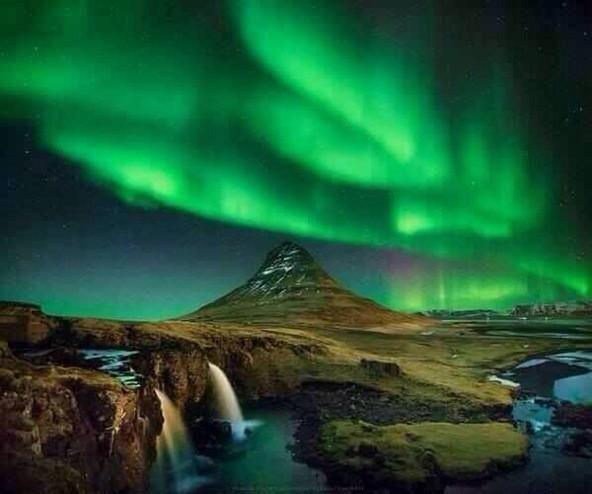 Aurora boreal. Islandia pic.twitter.com/3ku6ULRoeB