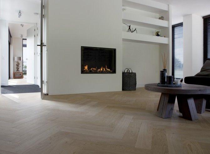 25 beste idee n over eigentijdse woonkamers op pinterest grote woonkamers donkere bekleding - Eigentijdse muur ...