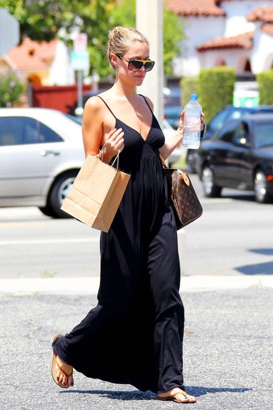 Kristin Cavallari wearing Louis Vuitton Speedy Bag Louis Vuitton Evidence Sunglasses trove tkees brown flip flops Rachel Pally Daydream Maxi Dress in Black