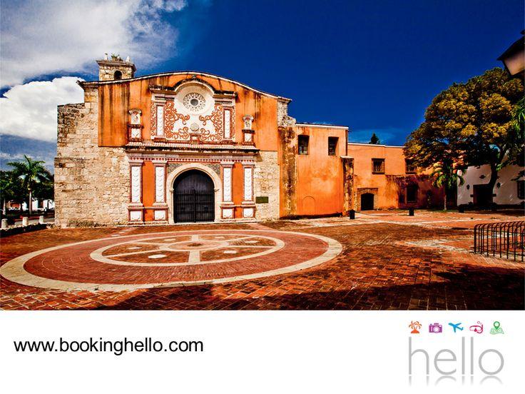 VIAJES PARA JUBILADOS. El Convento de los Dominicos ubicado en la ciudad de Santo Domingo, es una construcción del siglo XVI que funcionó como la primera universidad de América. Un lugar que merece la pena visitar, para conocer más sobre su historia y contemplar su maravillosa estructura. En Booking Hello, te invitamos a descubrir más que sólo las playas de este destino y sorprenderte aún más. #viajesparajubilados