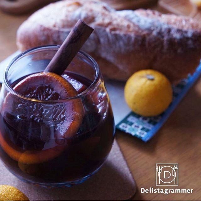 【 #おうちごはん通信 】photo by @emmauma.com10 身体を温める食材の定番といえば「生姜」🌠🌠ワインと一緒にお好みの果物やスパイスと温めるだけで作ることのできる「ホットワイン」✨🍷✨も生姜同様身体をポカポカ温める効果があるので、風邪予防におすすめです‼👏🙆日に日に寒くなってくるこの季節、一日の終わりに「ホットワイン」でリラックスしてみてはいかがでしょうか❔🙋💕 . -------------------------- ★詳しくは @ouchigohan.jp プロフィールURLから見てくださいね! 冷え性さん必見!一日の終わりに「ホットワイン」でリラックスしよう https://ouchi-gohan.jp/521/ -------------------------- ◆このアカウントではインスタグラマーさんの素敵なPicをご紹介しています。 ハッシュタグ #LIN_stagrammer#delistagrammer #デリスタグラマー を付けて投稿してみてくださいね!…