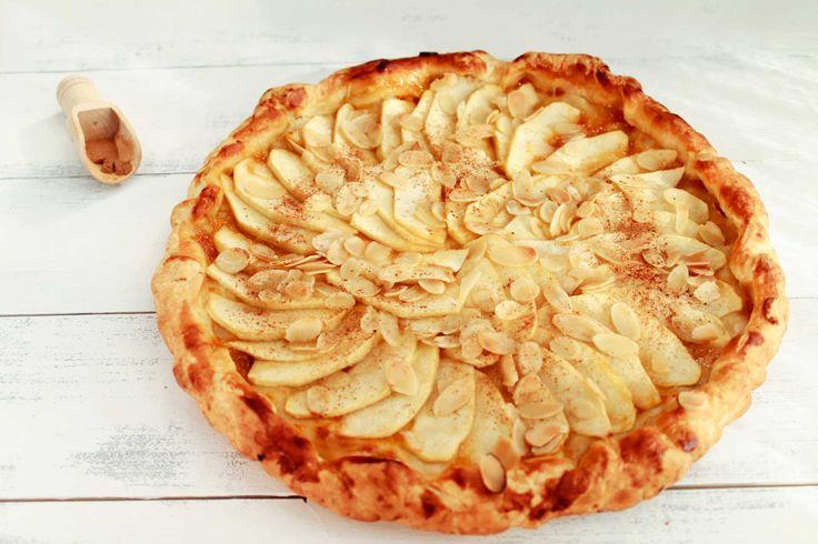 Se avete poco tempo e tanta voglia di un ottimo dolce fatto in casa, questa è la ricetta perfetta per una tarte aux pommes incredibilmente buona!