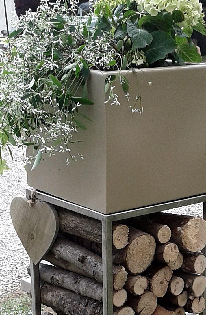 fioriera porta legna in acciaio verniciato su struttura inox : serie modulabile MUM
