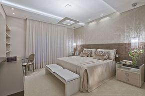 Idea para iluminación para dormitorio principal Luxo, conforto e equilíbrio em casa curitibana (Foto: Marcelo Stammer / divulgação)