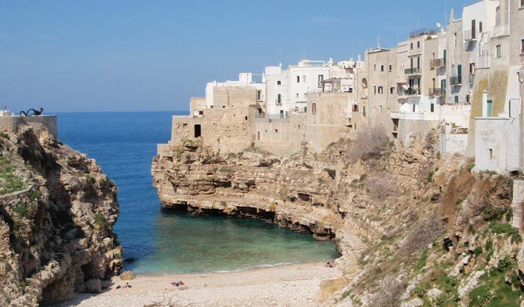 Polignano a mare is a beautiful gem: inhabited since prehistoric times, it overlooks the sea and it's known for its beautiful sea and its squared, pristine colored houses.