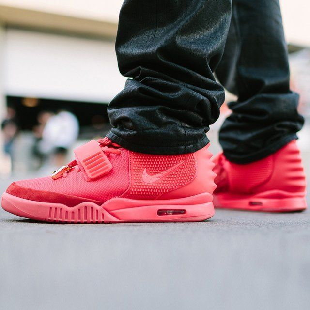 Absolut bargain ;) Get the NIKE Air Yeezy 2 Red October for just 10.000 $ – you must be a crazy sneaker lover ;)