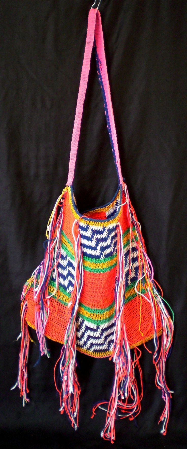 '8 Bilum from the Highlands (1)' • colourful bilum • in tribal textiles • photo found on eBay by riawati