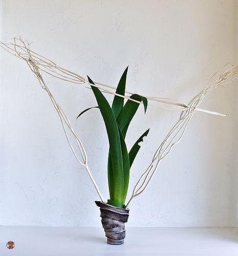 Ikebana-115   original Ikebana art, Japanese flower arrangem…   Flickr
