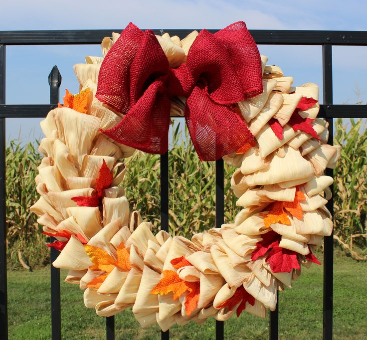 Beautiful corn husk wreath for Fall! Can't wait to get this on my door!