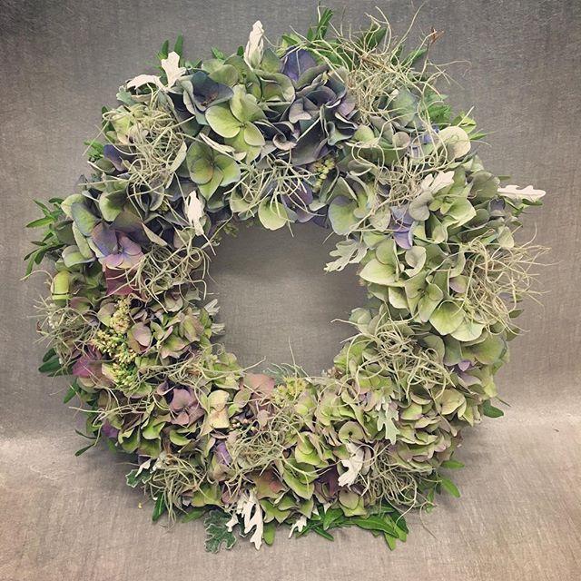 #hydrangea #hortensia #tillandsia #cineraria #hopealehti #wreath #kranssi