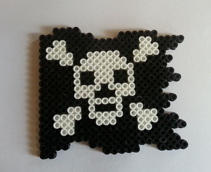 bandeira de Piratas. Hama Beads. Pirate Crossbones Flag hama perler beads by  Wintermoon Crafts