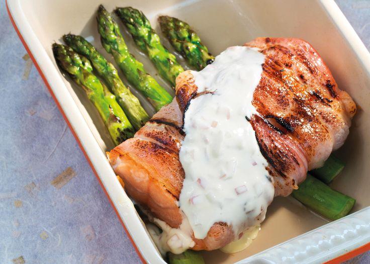 Ovnsstekt laks med bacon    Oppskriften er hentet fra Anne-Kat. Hærlands kokebok   «Latterlig enkelt, latterlig godt». Foto: Trygve Indrelid