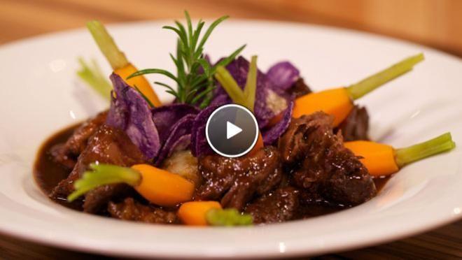 Stoofpotje van ossenstaart met truffel-aardappelpuree - De Makkelijke Maaltijd | 24Kitchen