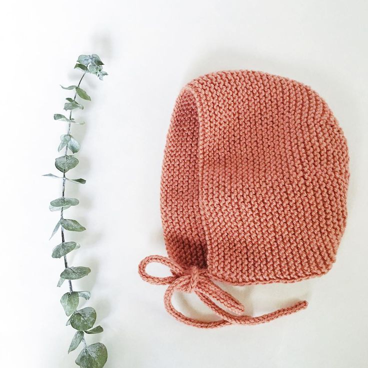 I received an amazing bouquet last week on my last day at work, and its providing me with all these wonderful little beauties to add to my photos of bonnets + moccs! 🌿🍃🌿 The quite cute 'Sedona' bonnet in the color Clay headed out in the mail today.👌🏼 #bonnet #babybonnet #knitbonnet #knitwear #knithat #knits #knitting #knitstagram #thatsdarling #cute #shopsmall #shophandmade #handmade #littlepineoutfitters