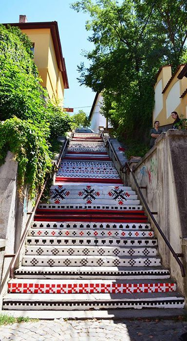 Steps Rákóczi, in Targu Mures, painted with traditional motifs