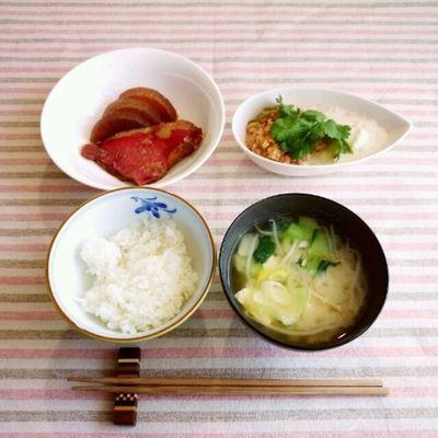 ■エスニック風とろろ納豆と金目鯛の煮付けの朝ごはん by はぎ代さん ...