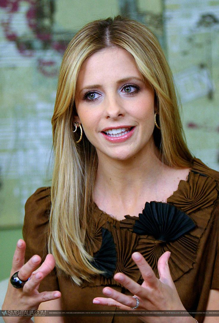 Absolutely stunning Sarah Michelle Gellar