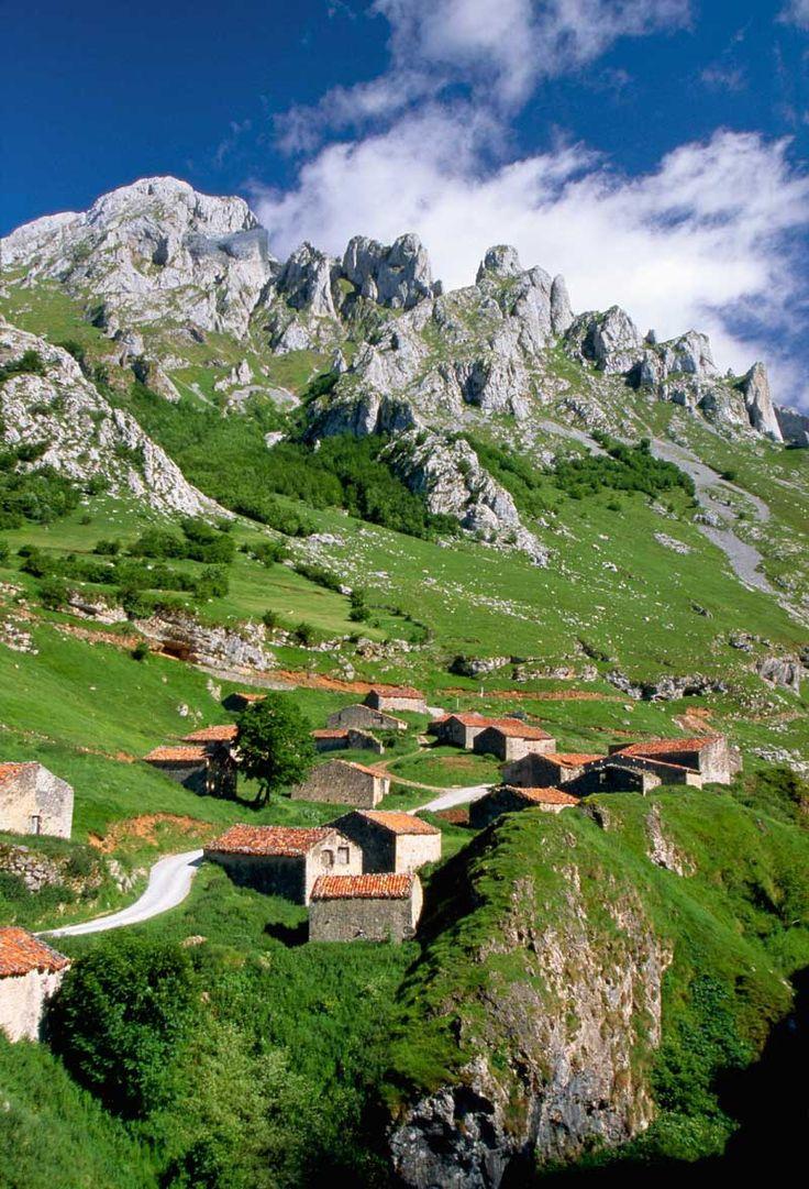 El pueblo de Pandébano, en los Picos de Europa | Galería de fotos 31 de 50 | Traveler