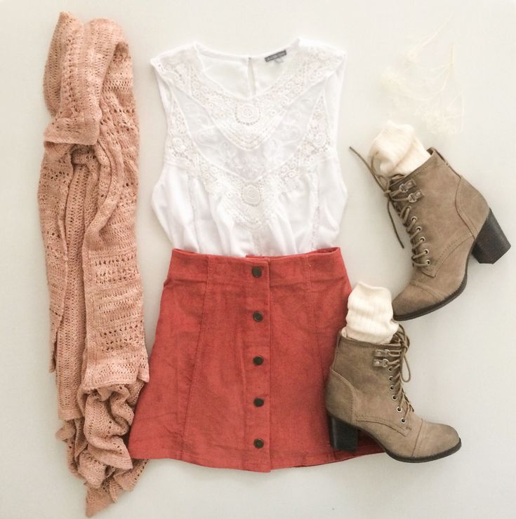 Short skirt, ankle boots, lace tank and cardigan. Perfect!