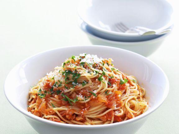 Pasta mit Chili-Tomaten-Soße und luftgetrocknetem Schinken (Pancetta) ist ein Rezept mit frischen Zutaten aus der Kategorie Fruchtgemüse. Probieren Sie dieses und weitere Rezepte von EAT SMARTER!