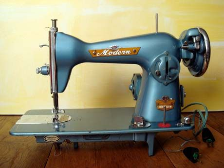 I love how vintage sewing machines are actually made from metal! Sturdy and made to last...