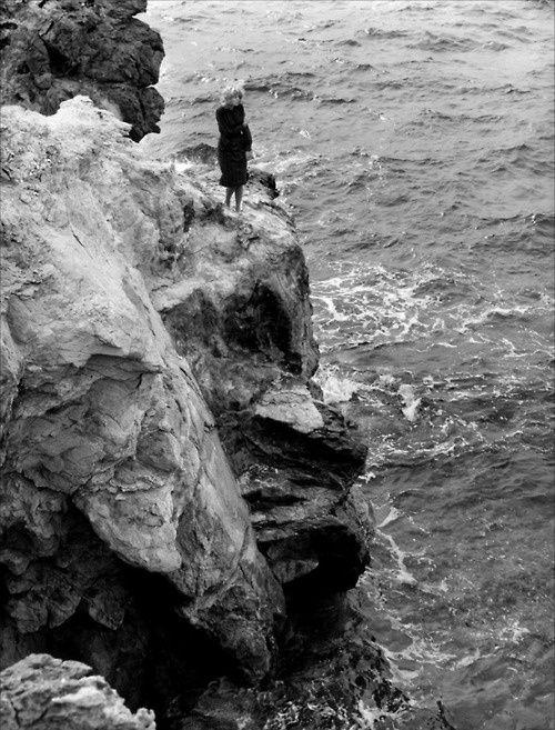 L'Avventura   Michelangelo Antonioni   solitude   alone with nature   black & white   www.republicofyou.com.au