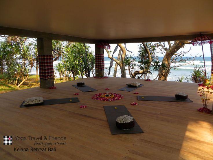 Yogabale im traumhaften #Kelapa Retreat auf #Bali. Wer möchte da nicht Yogi sein...?