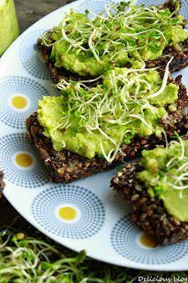 Delicious blog: Pohankovo-semínkový chléb s hráškovým hummusem