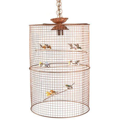 Клетка с яркими, как будто живыми птицами, станет умилительным декором детской, взяв на себя освещение игровой зоны или всей комнаты, если она небольшая. Впрочем, этот светильник будет не менее органичен на кухне или в столовой, ежедневно привнося в пространство маленький кусочек уютного лета. Количество ламп: 1; Цоколь: E27; Допустимая мощность одной лампы, Вт: 40.