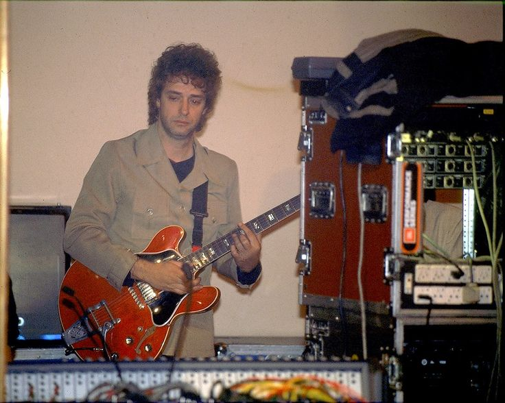 Backstage: Gustavo concentrando antes de salir a tocar en los Premios Planeta 1999. Evento privado. Foto recontra inédita!