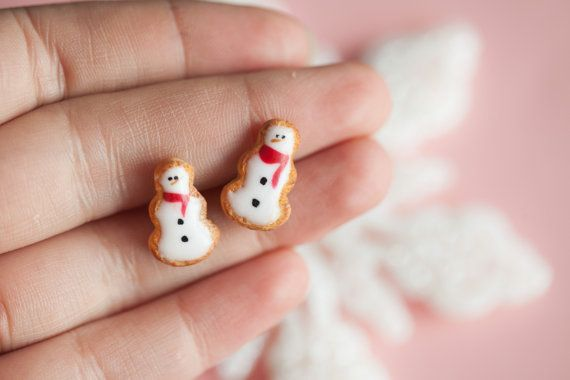 Snowman Cookie Studs / Christmas Xmas Jewelry / by Ilianne on Etsy #xmas #christmas #food #christmas #decoration #gift #diy #gingerbread #cookies #baking #miniature #dollhouse