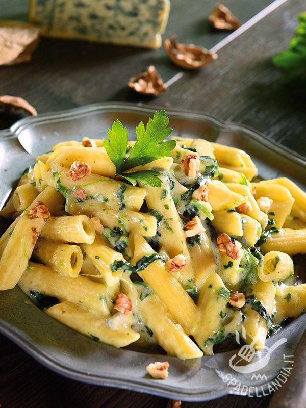 Le Penne gorgonzola bietole e noci sono un piatto ottimo per chi segue una dieta sana, genuina e gustosa ma non ha molto tempo per stare ai fornelli