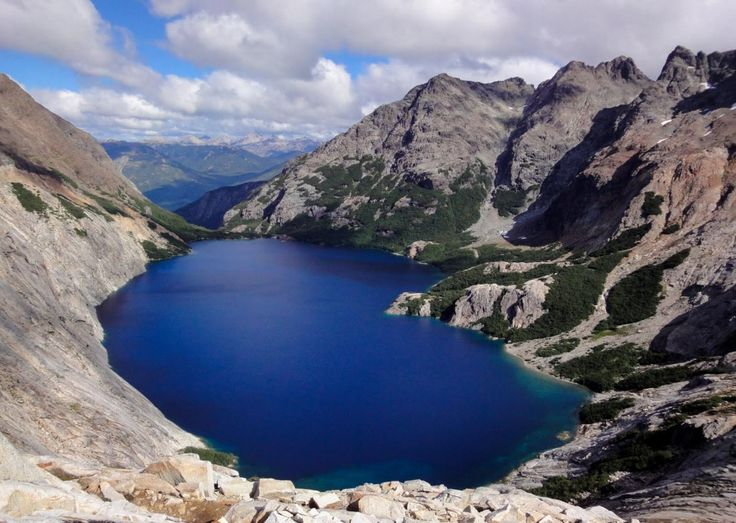 Laguna Azul – Rio Gallegos – Provincia de Santa Cruz    Laguna formada en el cráter de un volcán