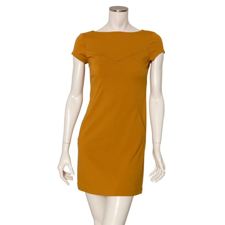 Space Style Concept. Vestido recto color mostaza