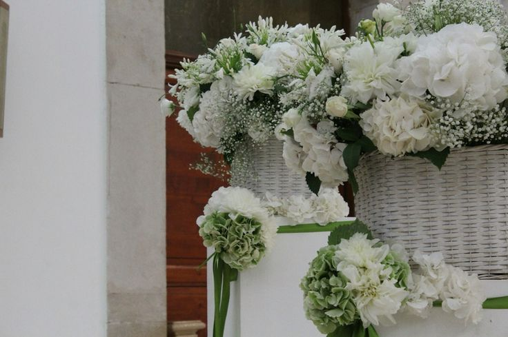 Green and white wedding decor for shabby-inspired wedding in the south of Italy. Flowers: Corflor  wedding florists