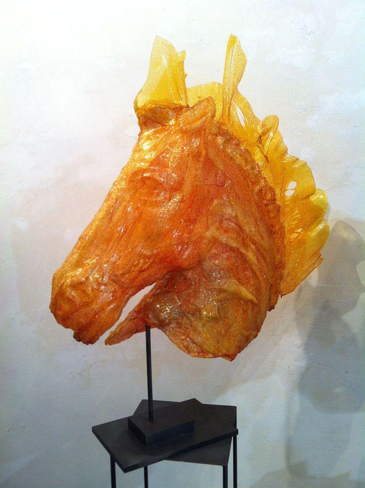 Cavallo selvaggio scultura testa di cavallo fusione di policarbonato - 2012 - 90x87x30 cm Ph. Maria Vittoria Gozio