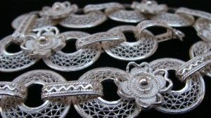 Wednesday's feature piece: This stunning bracelet features 12 delicate filigree wheels filled with a zigzag filigree pattern. The wheels are connected by alternating oval loops and beautiful silver filigree flowers. The bracelet measures 200mm, there is an additional 30mm of silver chain that allows the bracelet to be worn at varying lengths to suit a range of wrist sizes. Price: €200.00