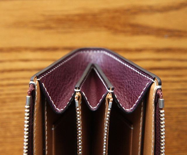 지퍼장지갑  #leathercraft #leatherwork #handmade #leathergoods #leather #bespoke #가죽공예 #서울가죽공방 #군자 #군자역가죽공방 #가죽공방 #주문제작 #unos #leathertool #awl #지퍼장지갑 #zipperlongwallet #wallet