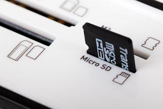 4 Cara Ampuh Memperbaiki Memory Card yg Rusak dan Tidak Terbaca  Kartu SD ( SD Card) merupakan salah satu perangkat yang begitu penting untuk Smartpone. Perangkat yang sering disebut memori eksternal ini memang sangat begitu dibutuhkan oleh para pengguna Smartphone untuk menyimpan data-data pentingnya, meskipun gadget yang ia pakai sudah memiliki memori internal yang cukup besar. Sehingga bisa disimpulkan memori eksternal ( Mikro SD) merupakan bagian penting dari Smartphone…