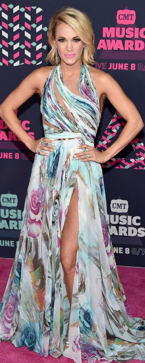 Who made Carrie Underwood's watercolor gown and jewelry?
