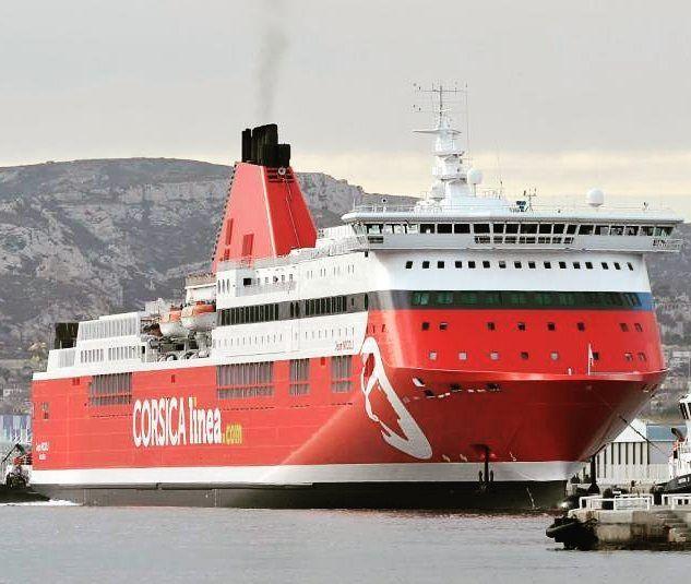 Le rouge pour la flotte de #CorsicaLinea avec comme premier bateau repeint le #JeanNicoli pour #CorsicaMaritima