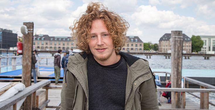 YouTube oder Süßigkeiten? - Pointer-Reporterin Jana hat den Singer/Songwriter Michael Schulte zum Entweder-oder-Interview getroffen. Sieh dir hier das Interview an!